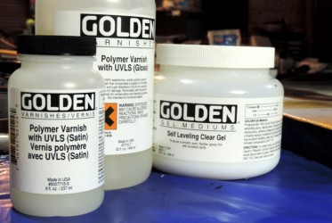 Golden polymer varnish and self-levelling gel